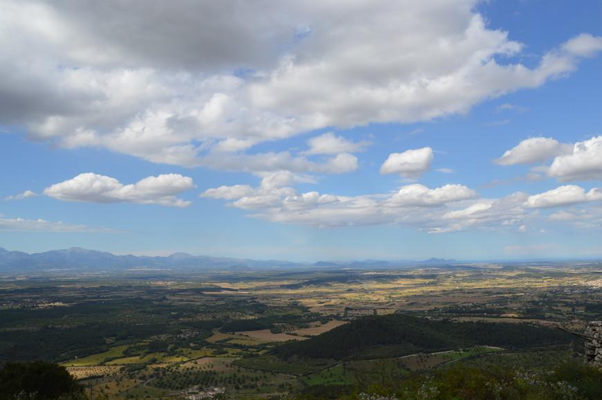 Вид на окрестности с вершины горы Ранда.
