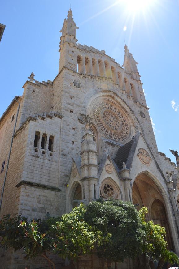 Церковь Св.Варфоломея на площади Конституции в Сольере.