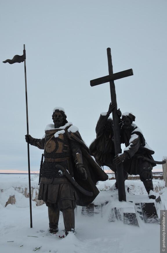 Острог заложили казаки Березовского воеводы Никиты Траханиотова в месте слияния реки Полуй с Обью.