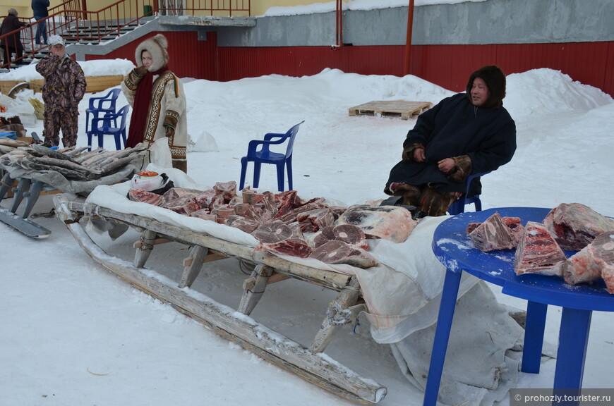 Нарты нынче запрягают в снегоходы, потому и нет рядом оленей.