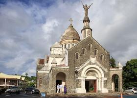 Сакре-Кер-де-Балата. Копия парижской базилики Сакре-Кер.  С этого места сходство особенно заметно. Поскольку на Мартинику мы пришли в воскресенье, надо было поторапливаться и осмотреть церковь до начала воскресной службы.