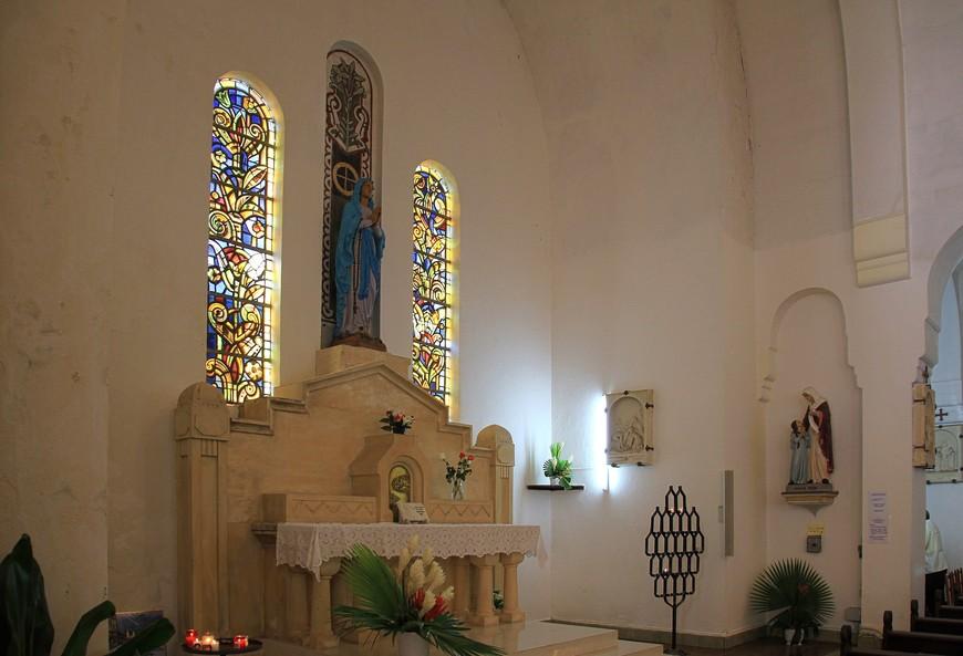 Само убранство церкви очень сдержанное, красивое изящной красотой, без вычурности.