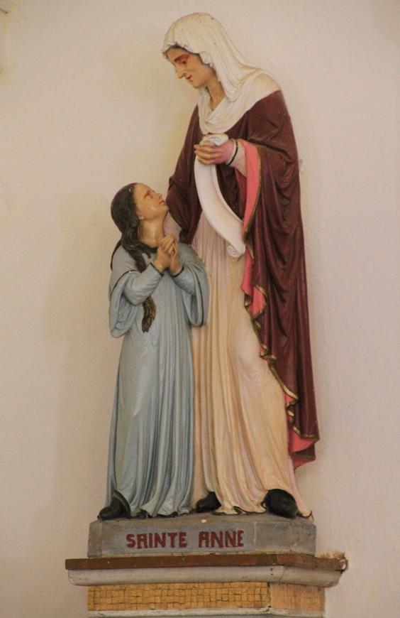 Скульптуры церкви - Святая Анна.