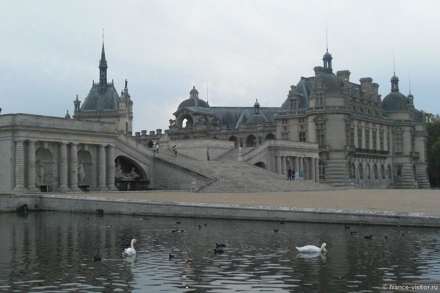 """Замок Шантийи называют """"спящий лебедь на пруду"""""""