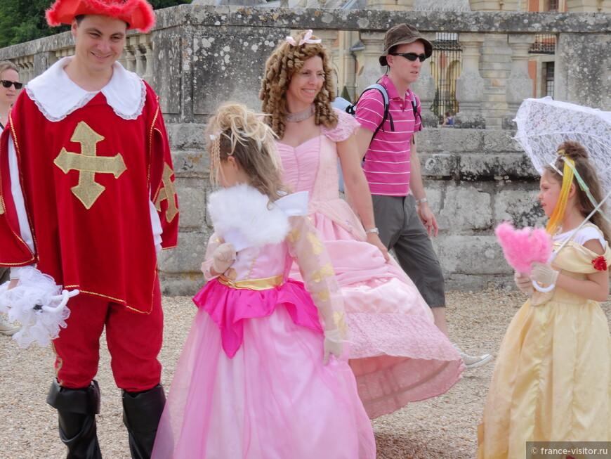 Конкурс старинных костюмов в замке Во-Лё-Викомт