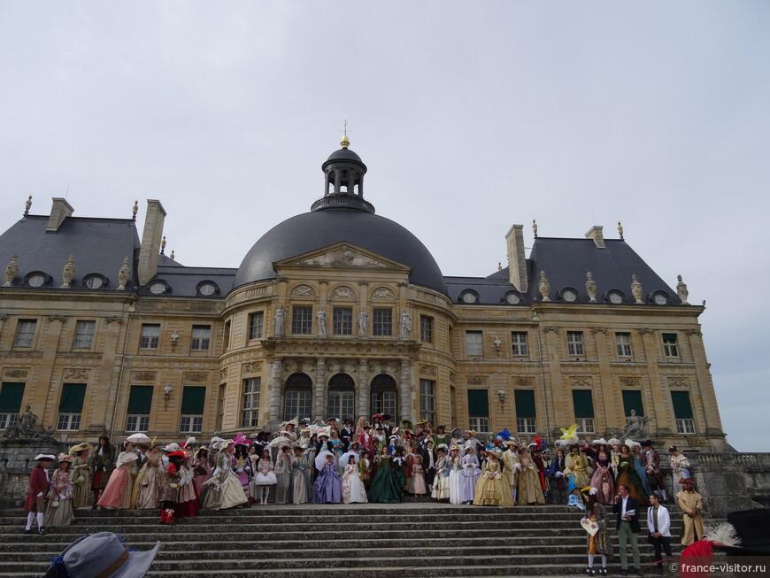 Участники конкурса костюмов эпохи замка Во-Лё-Викомт