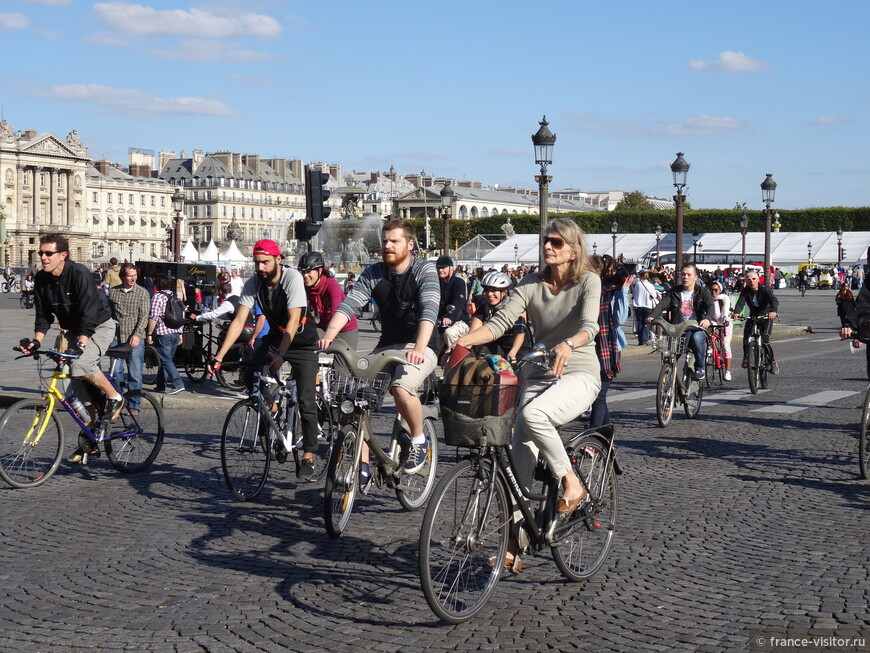 Праздник велосипеда в центре Парижа