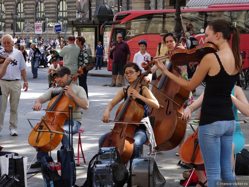 Уличные музыканты Парижа