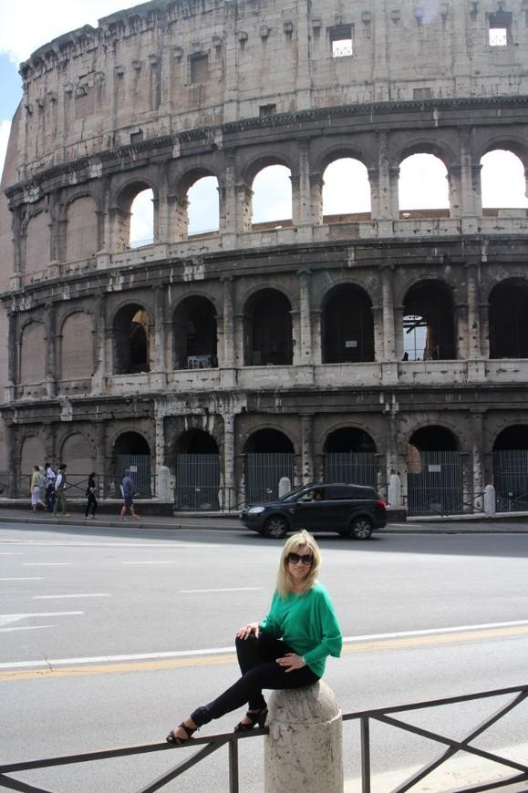 Колизей - шедевр римской архитектуры, амфитеатр рода Флавиев.