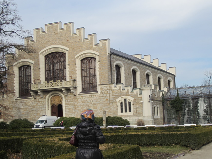 Осмотрев Чешский Крумлов, во второй половине дня приехали к  одному из самых красивых и интересных замков Европы — Глубока-над-Влтавой.