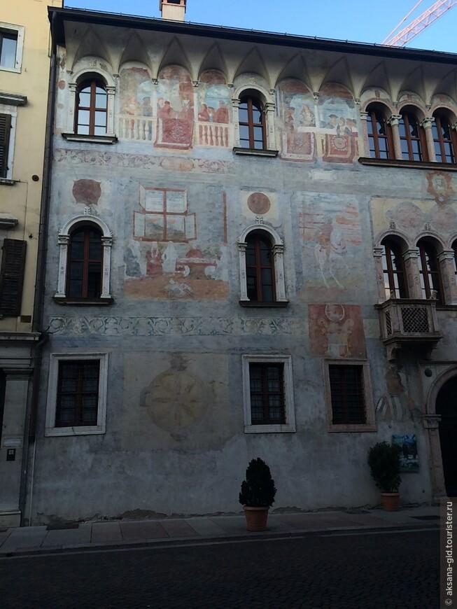Дворец семьи Еремея с необычными фресками.