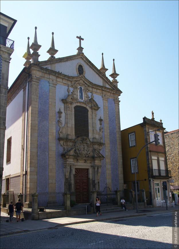 Вызывает особый интерес фасад церкви Святого Николая  с колоннами тосканского ордера во всю высоту здания и изысканно декорированная центральная часть.