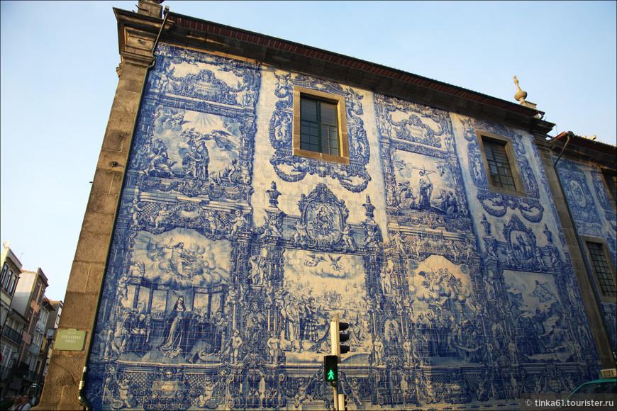 Интересно, что Часовня Алмаш была построена в 18 веке, но азулежу  полностью украсили ее стены только  в 1929 году.