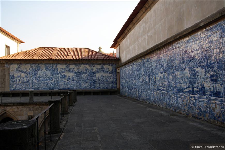 Терраса из азулежу кафедрального собора Се.