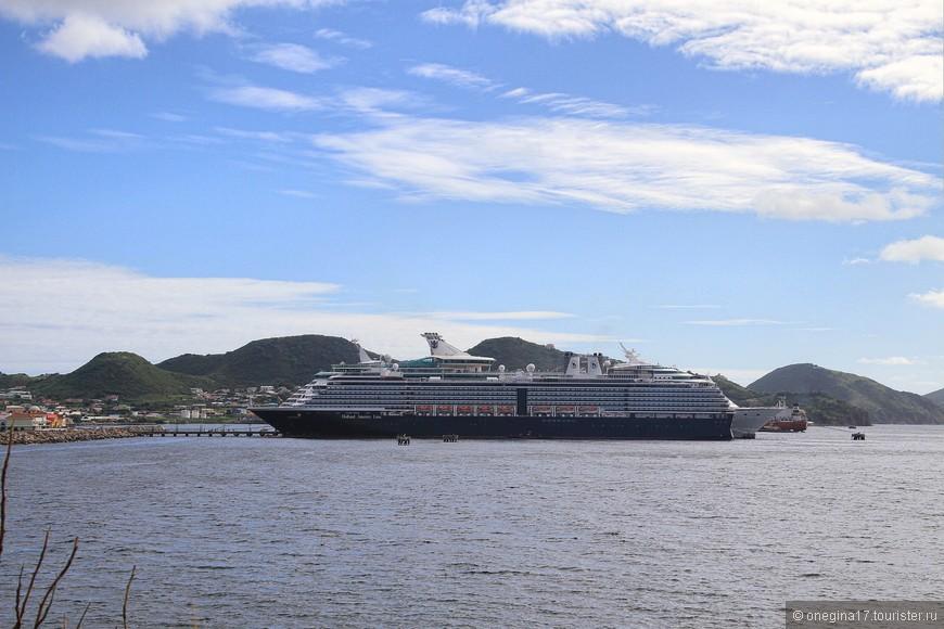 Если для тех, кто выбирает коллективные круизы, Сент-Китс остановка в пути, то для тех, кто любит круизить на собственных яхтах, Сент-Китс - начало путешествия по Карибским островам.