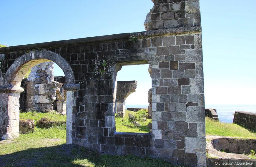 Аборигены, не краснея и не пряча глаз, утверждают, что форт сохранен в неприкосновенности с тех самых времен, когда его возвели...