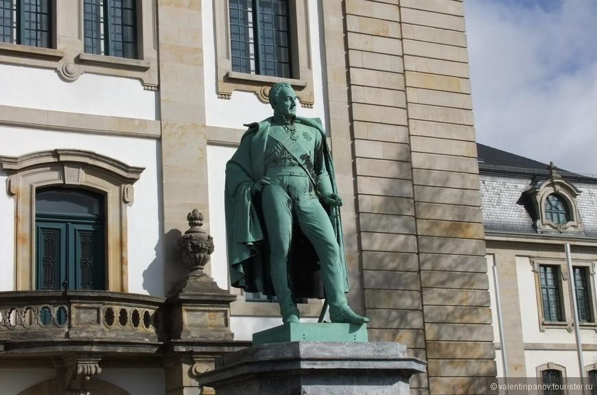 Карл фон Альтен – единственный офицер, которому в коалиционных войнах против Наполеона приходилось командовать как немецкими, так и английскими частями. В 1815 году, за свои военные заслуги, Карл фон Альтен был возведён в генеральский чин, и получил графский титул, а после восстановления ганноверской армии стал её фельдмаршалом.