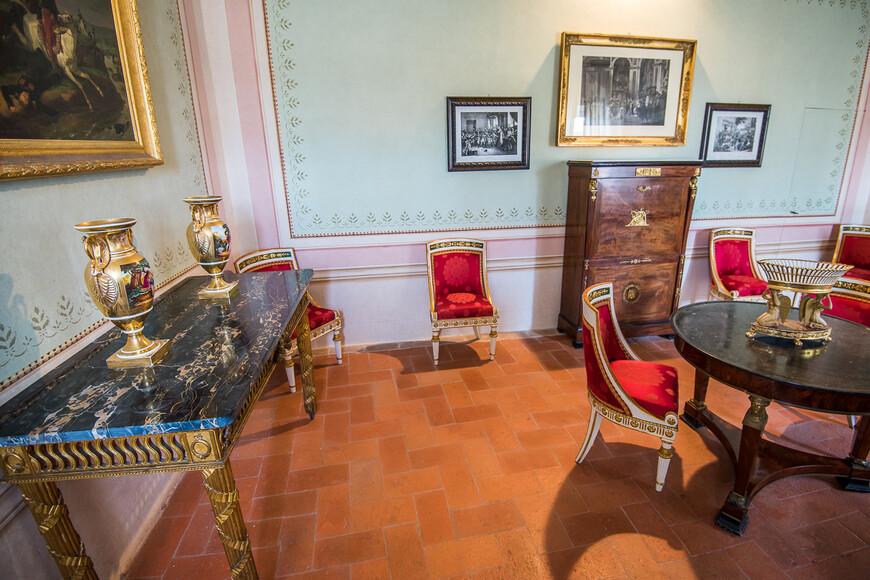 Я не очень люблю подобные музеи, но не зайти в музей Наполена, который провел на Эльбе чуть меньше 19 месяцев, нельзя.