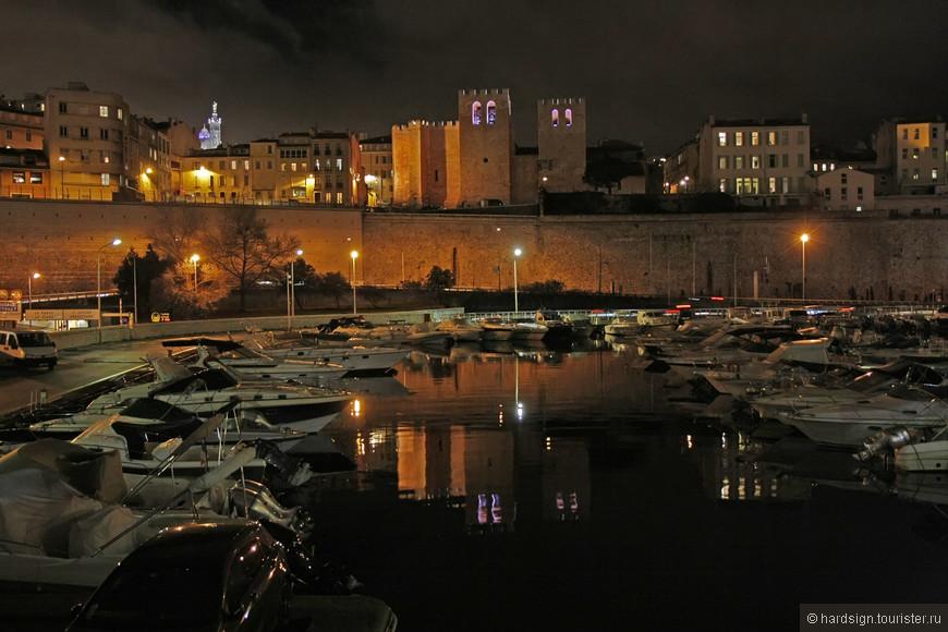 порт вид на старую крепость и базилику  Нотр-Дам-де-ла-Гард