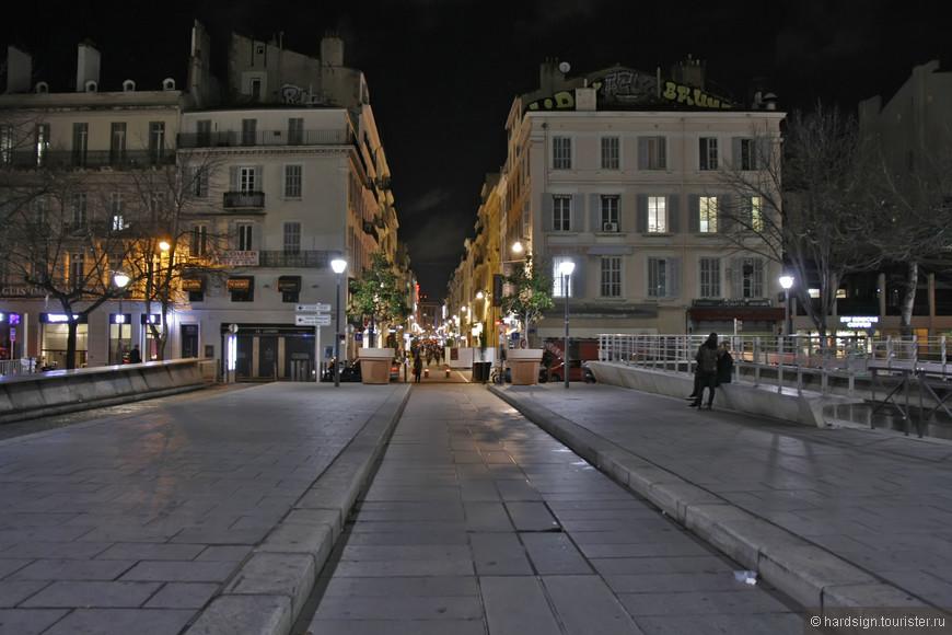 Улица ведущая в порт
