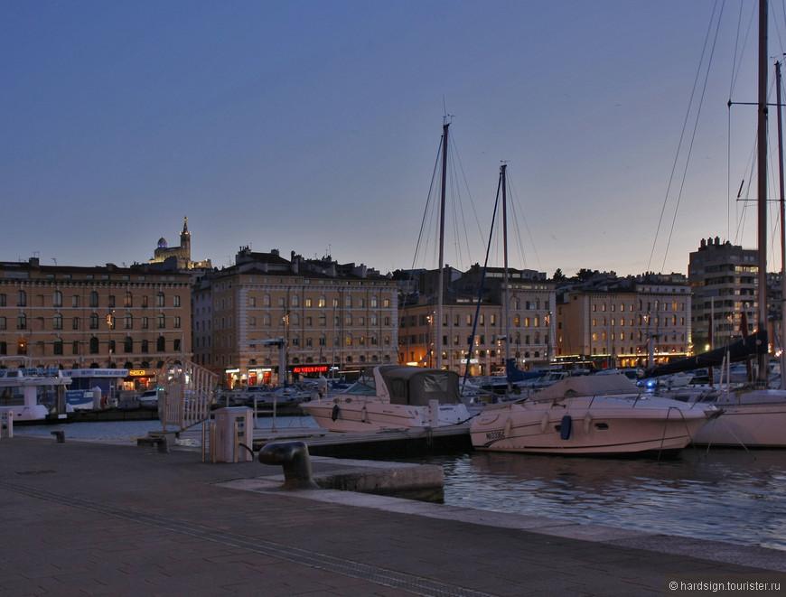 Порт вечер вид на  Нотр-Дам-де-ла-Гард