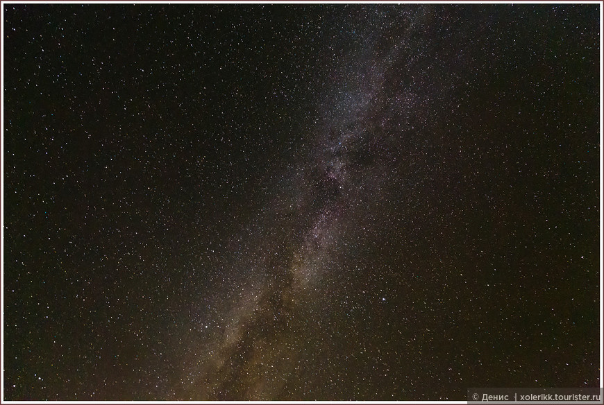 """Совершенно нереальное звёздное небо. Млечный путь как на ладони. Кадр навскидку, перпендикулярно вверх. Если запрокинуть голову - ночь на Карпасе выглядит именно так. Мир и масштабы вещей вокруг меняются на рас-два-три. Очень в тему написал об этом Олдос Хаксли: """"Только среднее расстояние и то, что можно назвать """"отдалённым передним планом"""", - строго человеческие. Когда мы смотрим очень близко, или очень далеко, человек либо совсем пропадает, либо утрачивает своё главенство. ....Это откровение дикой природы, живущей своей собственной жизнью... где в расчет не принимаются ни ваши личные желания, ни даже постоянные заботы человека вообще"""" (Двери восприятия, 1954). И только ради этого сюда уже стоит приехать. Если чисто мне, и без Хаксли, вы верите не до конца )"""