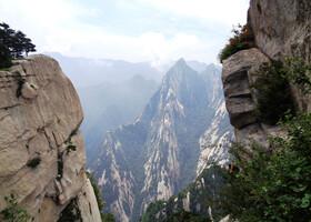 По священным Пикам горной гряды Хуашань
