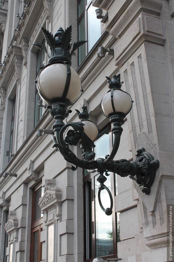 Питерские фонари очень изящные.