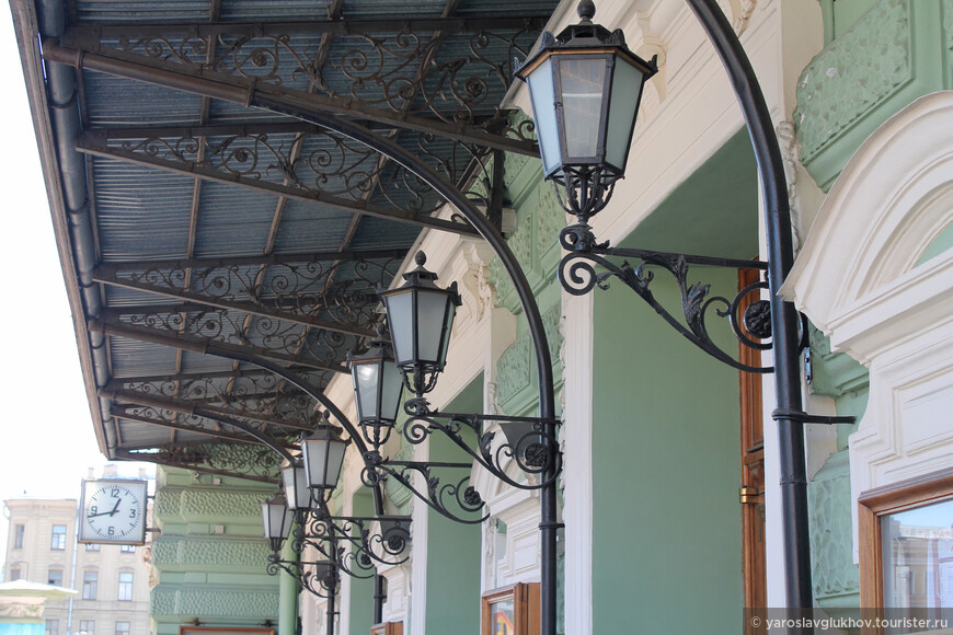 Изящные фонари Мариинского театра.