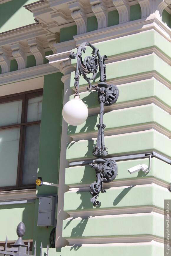 Каких только нет фонарей в Петербурге.