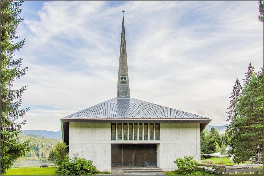 пожалуй, это единственная точка осмотра, с которой храм больше всего может быть похожим на католический