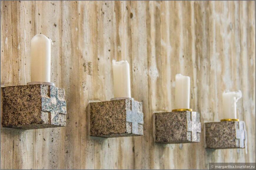 и  часовне свечи, подставки под которые созданны в 17 веке.