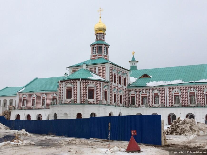 13. Церковь Рождества Христова. Трапезная и Больничная палаты. Настоятельские покои