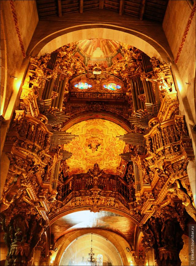 Помпезные интерьеры Кафедрального собора.