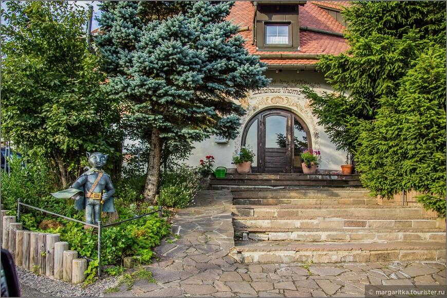по мимо росписи на доме ещё и садовая скульптура :):):)