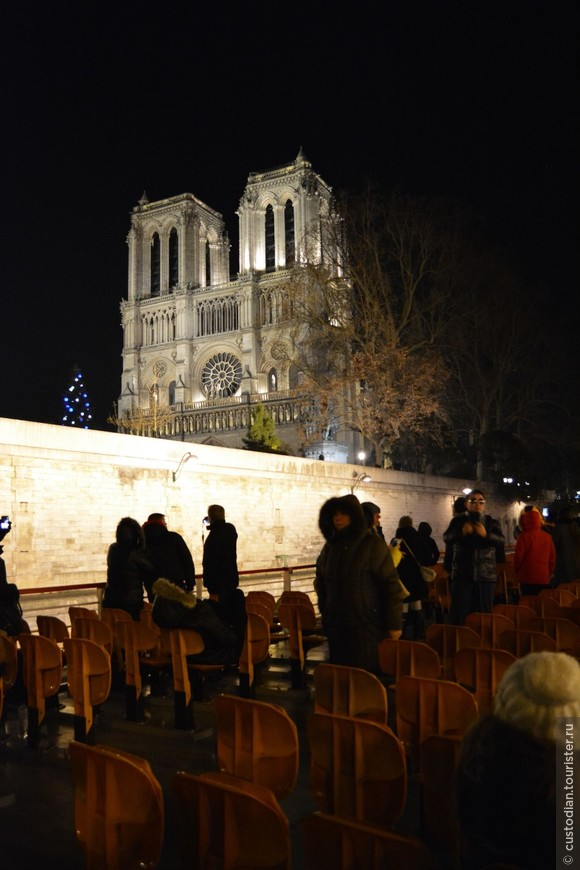 Собор Парижской Богоматери - вид с реки