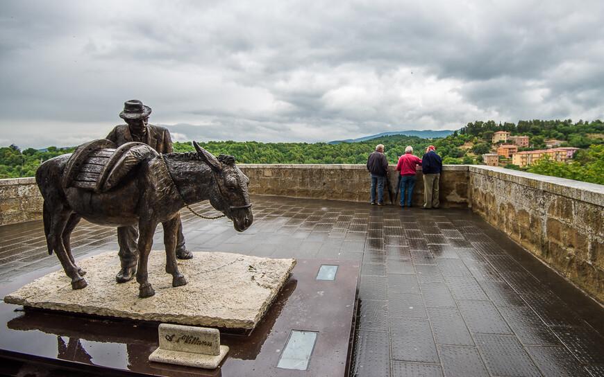 Памятник водовозу и ослику