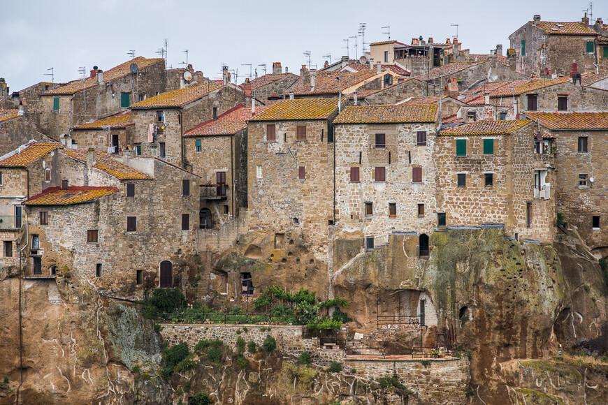 В Средние века городом владело семейство Альдобрандески, в конце XIII века город унаследовали Орсини и Питильяно стал столицей одноименного графства. В XVII веке был завоеван Медичи и вошел в состав Великого Тосканского Герцогства в 1604 году.