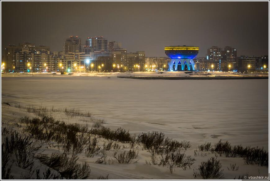 Вид на Казан с Кремлевской дамбы, где вечером очень холодно!