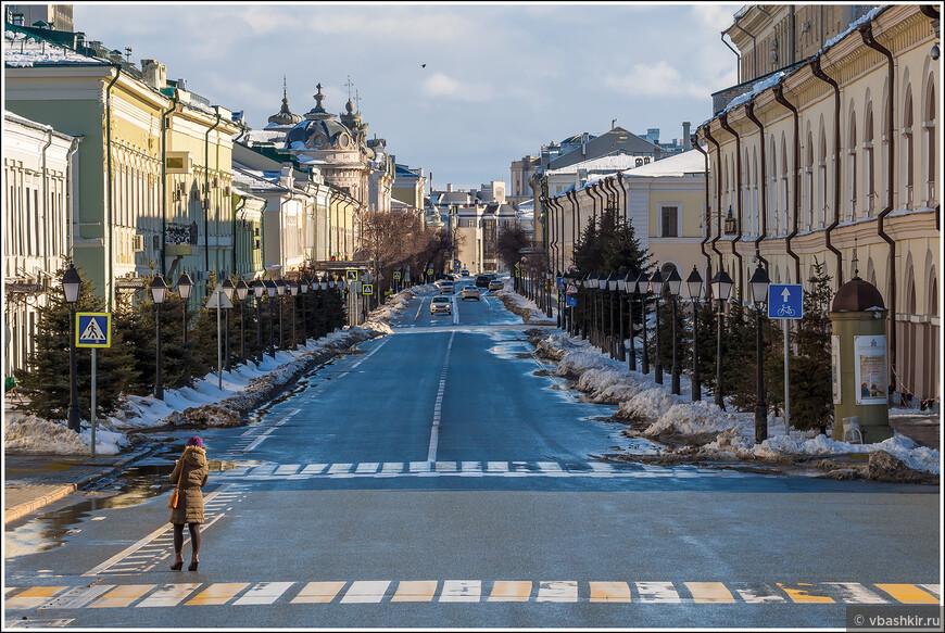 Перспектива Кремлевской улицы.
