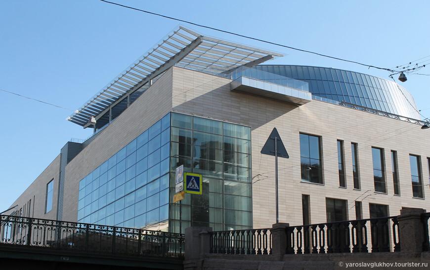 Вторая сцена Мариинского театра была открыта 2 мая 2013 года.