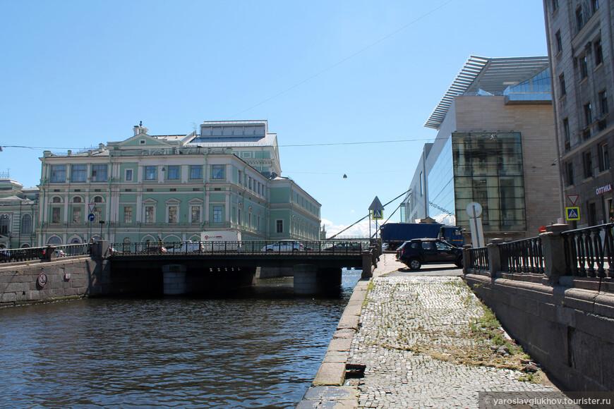 Вид на две сцены Мариинского театра.