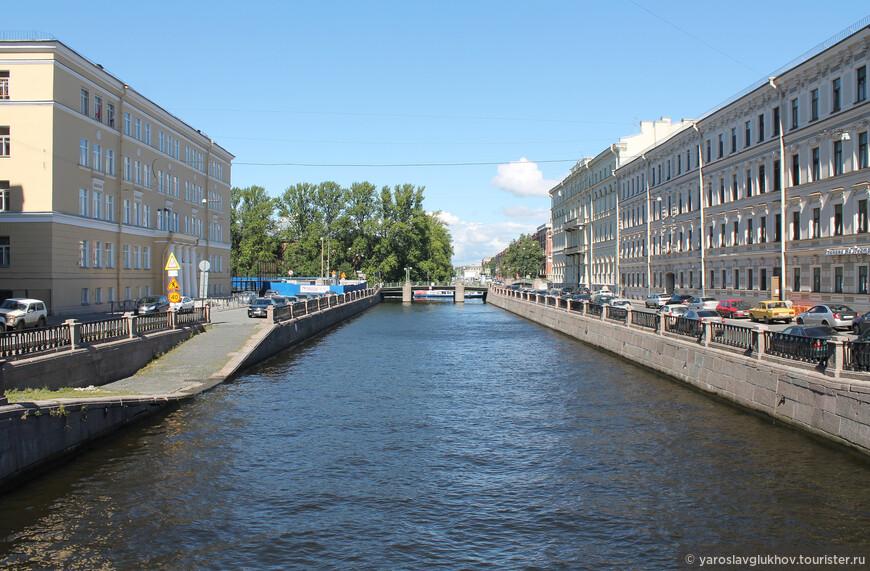 Своё название Крюков канал получил в 1738 году по имени подрядчика Семёна Крюкова.