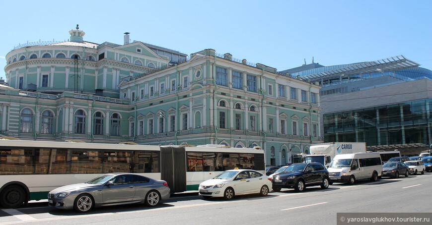Два Мариинских театра. Вид с Театральной площади.