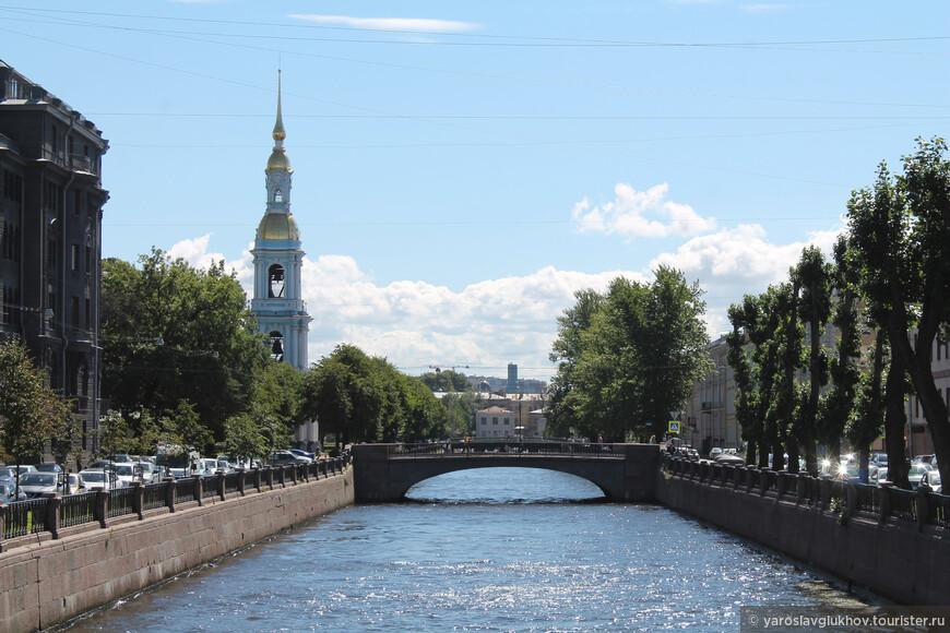 Крюков канал очень зелёный. Наверное, самый зелёный из центральных каналов Петербурга.