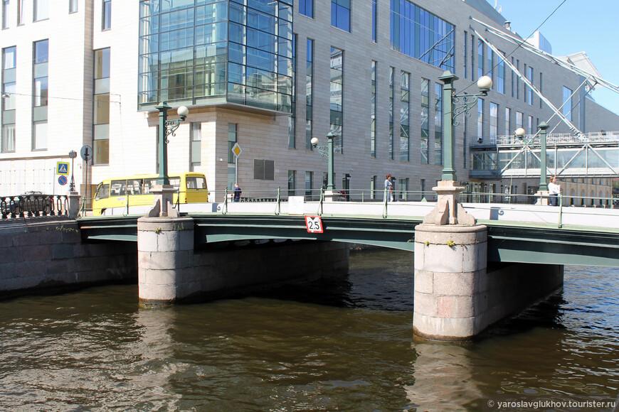 Торговый мост возле Мариинского театра.