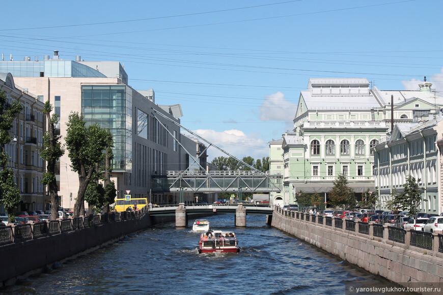 Вот так выглядят два Мариинских театра с Кашина моста.