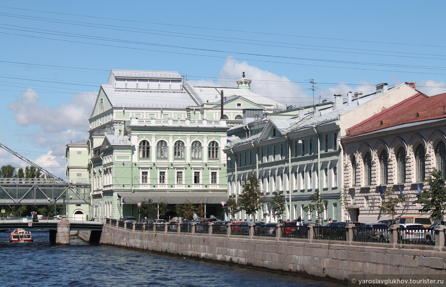 Гранитные берега Крюкова канала.