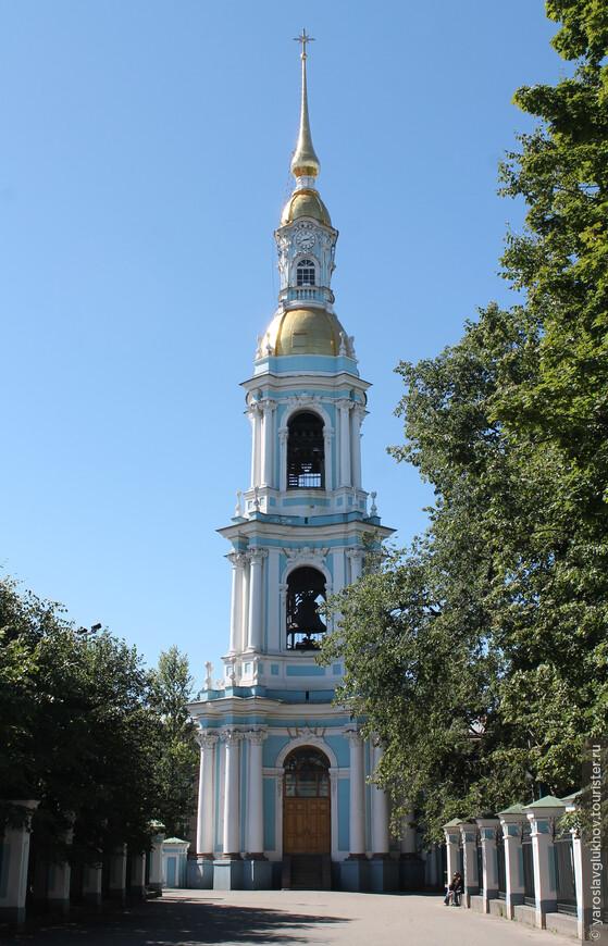 Стройная и ажурная колокольня собора.