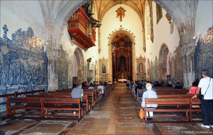 Внутри Храма Креста.